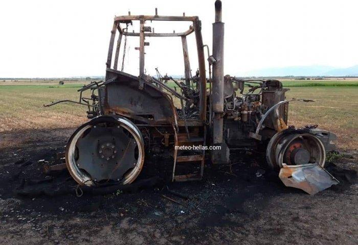 Κιλκίς: Τρακτέρ έγινε κάρβουνο από το χτύπημα κεραυνού (pics)