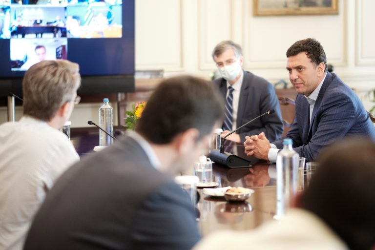 Κορονοϊός μέτρα: Αυτά αποφάσισε η κυβέρνηση στην έκτακτη σύσκεψη