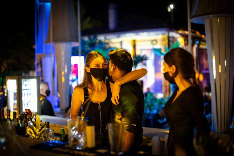 Κορονοϊός: Νέο ωράριο σε κλαμπ, μπαρ, εστιατόρια – Αντιδρούν οι επιχειρηματίες [vid]